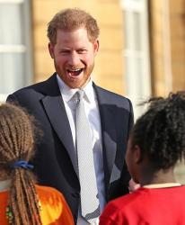 Cú 'Megxit' của vợ chồng Hoàng tử Harry có thể bị hoãn 6 tháng