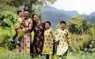 Gia đình BTV Trần Quang Minh rạng rỡ bên nhau những ngày đầu năm