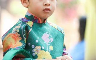 Con trai Ngọc Lan diện áo dài tết, khôi ngô hết phần thiên hạ