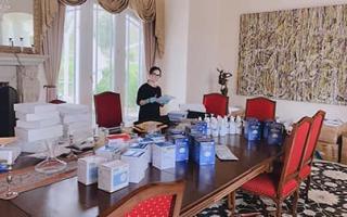 Hà Phương cùng ông xã tỷ phú gom 500.000 khẩu trang làm quà tặng cho nhiều nơi tại New York