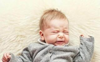 Sau khi trẻ thức dậy có loại phản ứng này chứng tỏ bé rất thông minh