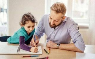 Bố mẹ không thể quá 'thông minh', nên học cách 'giả vờ ngu ngốc' để con có đủ điều kiện phát triển toàn diện