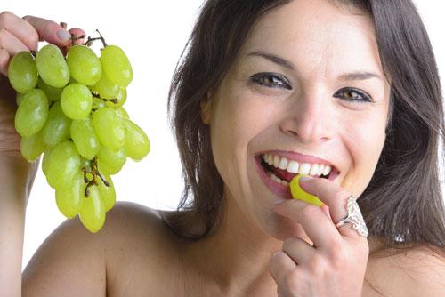Ăn nho thường xuyên cơ thể sẽ có những thay đổi bất ngờ, đặc biệt là số 1