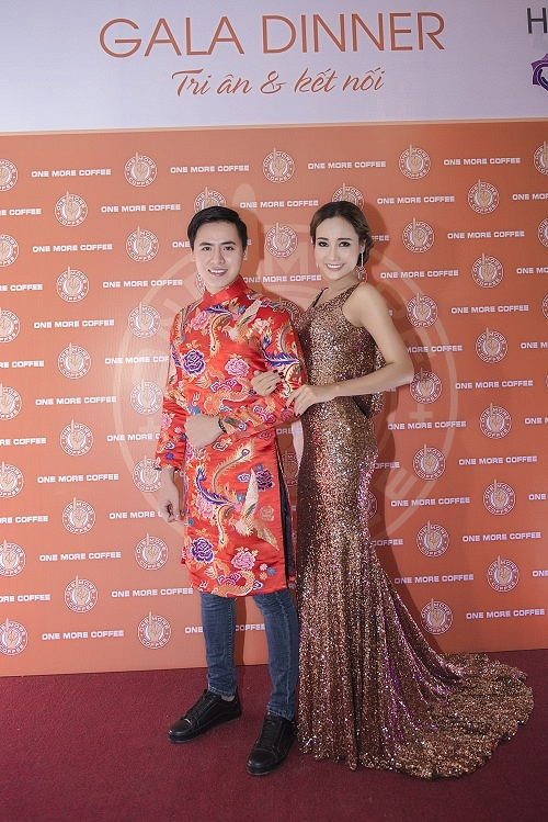 Tommy Nguyễn cùng dàn mẫu đổ bộ thảm đỏ gala Tri ân và  kết nối